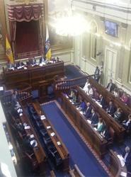 El Parlamento de Canarias relaja las modificaciones a la Ley de Ordenación del Transporte por Carretera