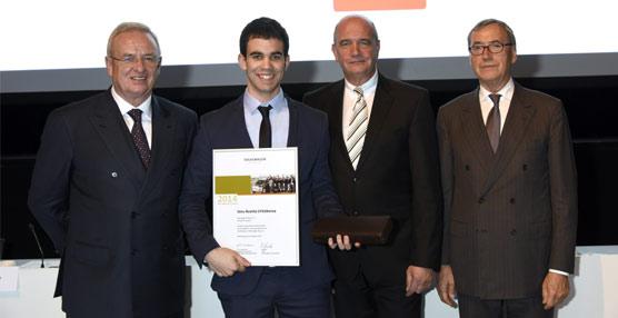 Josu Acosta, joven trabajador de Volkswagen Navarra, elegido entre los mejores aprendices del grupo en el mundo