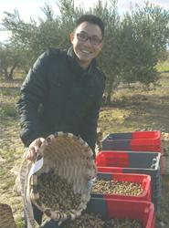 Un Enobús especial muestraal públicola elaboración del aciete de oliva de Rioja Alavesa