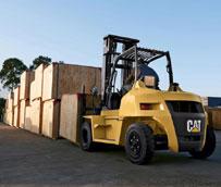 La nueva carretilla elevadora de contrapeso Diesel 7 toneladas de Cat Lift Trucks combina fuerza y eficiencia