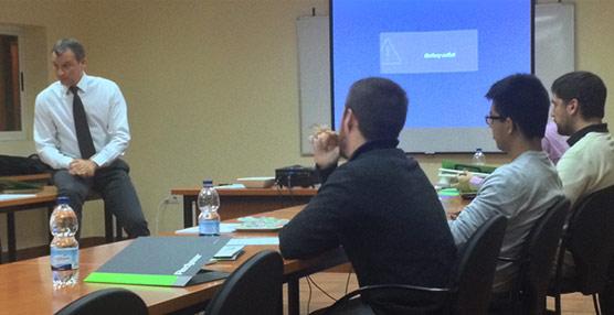 El director general de Redyser, Francisco Toledo, imparte un taller formativo sobre orientación al cliente y e-commerce