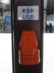 Todos los autobuses de la EMT de Málaga tendrán cargadores USB