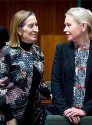 La ministra de Fomento, Ana Pastor, y ministra sueca de infraestructuras Anna Johansson en una imagen del Ministerio de Fomento.