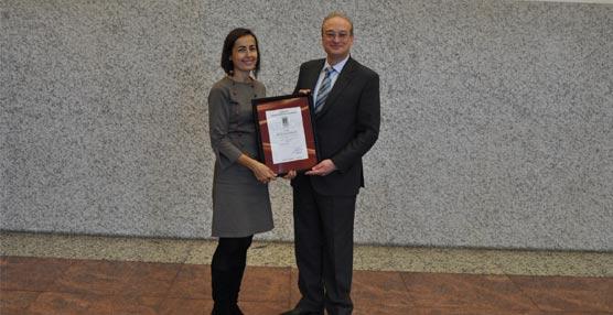 La directora de la DGT recibe la certificación de AENOR por su Sistema de Gestión de la Seguridad Vial.