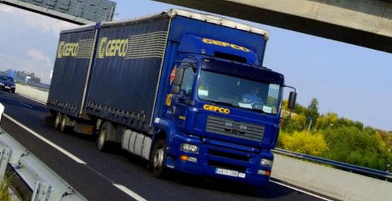 El volumen de operaciones es de 1.800 camiones de piedra en bruto y 600 contenedores marítimos cargados con el producto final.