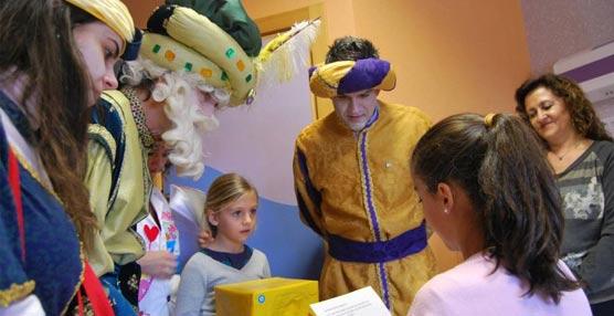City Sightseeing lleva la Navidad a los niños de la 5ª planta de Pediatría del sevillano Hospital de Valme