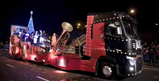 La gama T de Renault Trucks transportó la carroza del Jazz en la cabalgata de los Reyes Magos de Madrid