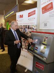 La Comunidad de Madrid ha instalado dos máquinas expendedoras de Tarjetas Turísticas de Transporte Público en el aeropuerto Adolfo Suárez Madrid Barajas.