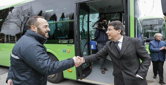 Ignacio González presenta los últimos autobuses adquiridos por la Comunidad de Madrid para 10 municipios del Sur
