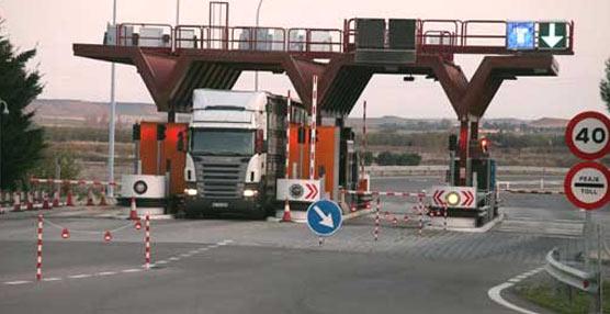 El Gobierno pretende utilizar el desvío de los camiones para subvencionar los peajes, según el PSOE