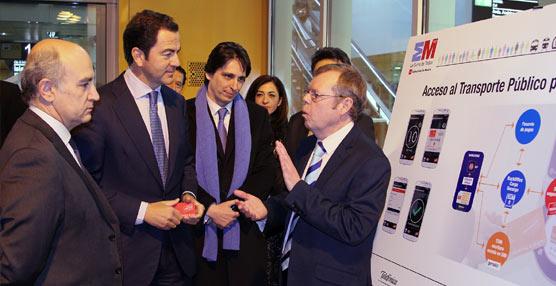 Se creará un dispositivo para que pagar con el móvil en los autobuses de la EMT y en el metro de Madrid sea posible
