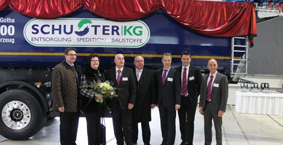 El vehículo número 100.000 de la planta de Schmitz Cargobull en Gotha se destina al gestor de residuos, Blasius Schuster KG
