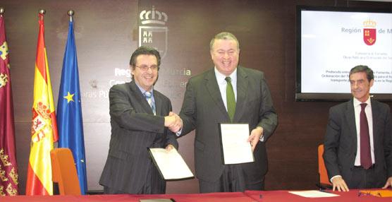 La Consejería de Fomento murciana y Fenebús prometen instituir el bono único regional en 2015