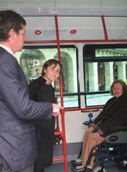 Emtusa incorpora siete autobuses más accesibles y ecológicos, con wifi y conexiones de USB