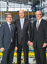 De izquierda a derecha, Alfred Weber, presidente y CEO, Frank B. Jehle, director general adjunto y director financiero y Manfred Wolf, presidente y director general de Automotive + Industrial.