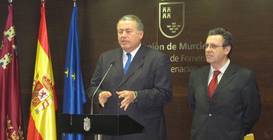 El consejero de Fomento, Obras Públicas y Ordenación del Territorio de Murcia, Francisco Bernabé, y el presidente de LAT, José Luis Sánchez.