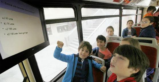 Bilbobus alecciona a los jóvenes viajeros del futuro mediante la creación e implantación de un Aula Móvil