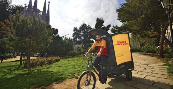 DHL ha incorporado triciclos de reparto ecológico en el centro histórico de Barcelona y Valencia