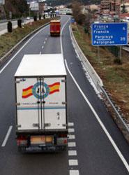 El Gobierno francés aclara la prohibición de realizar el descanso semanala bordo de los camiones