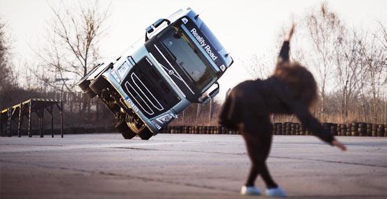 Nuevo golpe de efecto de Volvo Trucks en marketing: reality en la carretera con la cantante Mapei