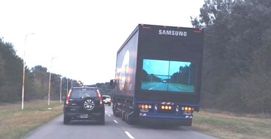 Samsung hace los camiones 'transparentes' en su última campaña publicitaria en Argentina