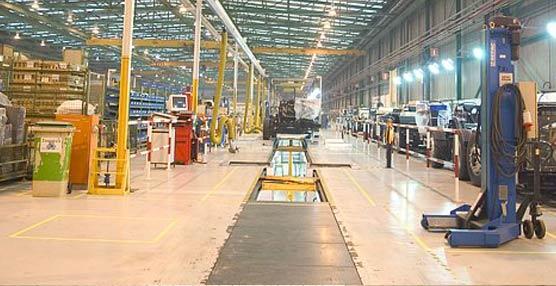 Evobús cumple 20 años y lo celebra con el 'día de las familias' en su planta de producción de Sámano