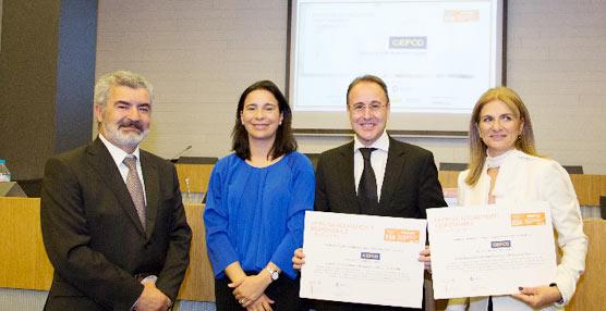 Julián Navarro, director general de Gefco España, con el premio recibido.