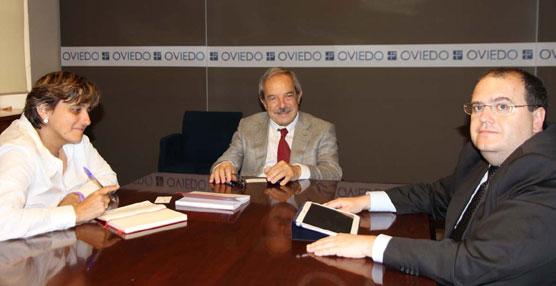 El alcalde de Oviedo, la concejala de Transporte y ALSA estudian mejoras en el transporte público