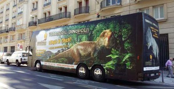 Dinópolis pone en marcha un autobús promocional que recorrerá varios lugares de España