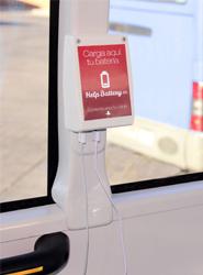 La EMT de Madrid instalará antes de final de año cargadores USB en 155 de los autobuses de su flota
