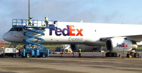 Una limpieza más ecológica para el fuselaje de 13 de los aviones de Fedex que creará puestos de trabajo