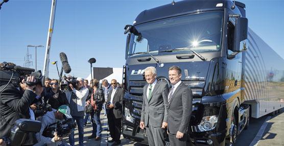 Daimler Trucks prueba el primer camión autónomo producido en serie en la vía pública