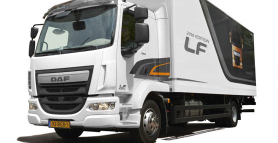 La compañía DAF presenta los nuevos productos en la BedrijfsautoRAI de Ámsterdam