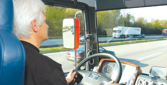 Fomento incluirá en los Presupuestos ayudas al abandono de los transportistas