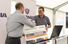 Scania dona 10.000 euros y más de 700kg de alimentos