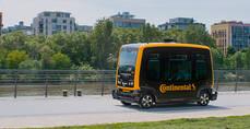 Continental apuesta por los vehículos sin conductor y robots de reparto autónomos