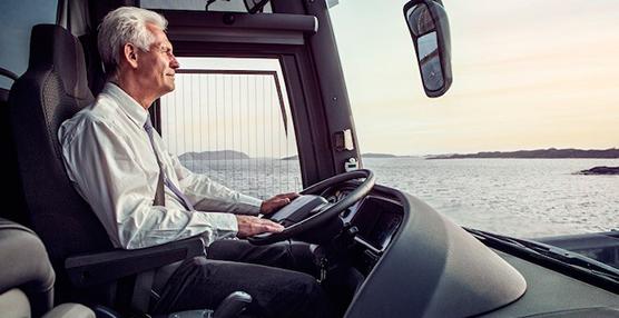 La Dirección General de Tráfico rebaja la edad para poder conducir autobuses