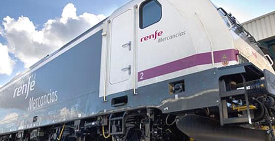 Renfe Mercancías vende 33 locomotoras y 204 vagones por 3,8 millones de euros