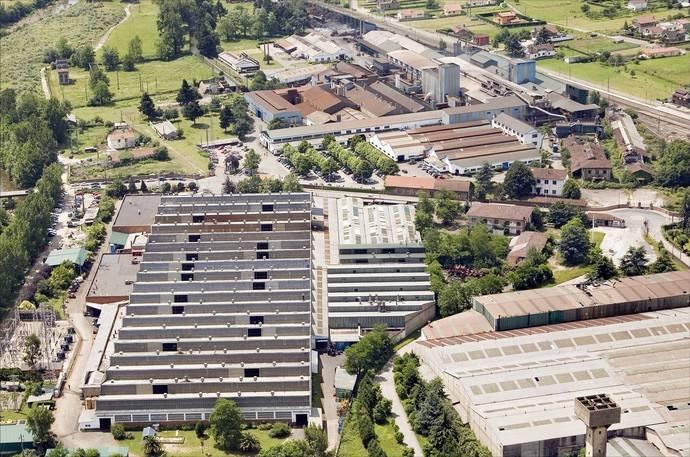 Vista aérea de la fábrica de Niisan en Cantabria.