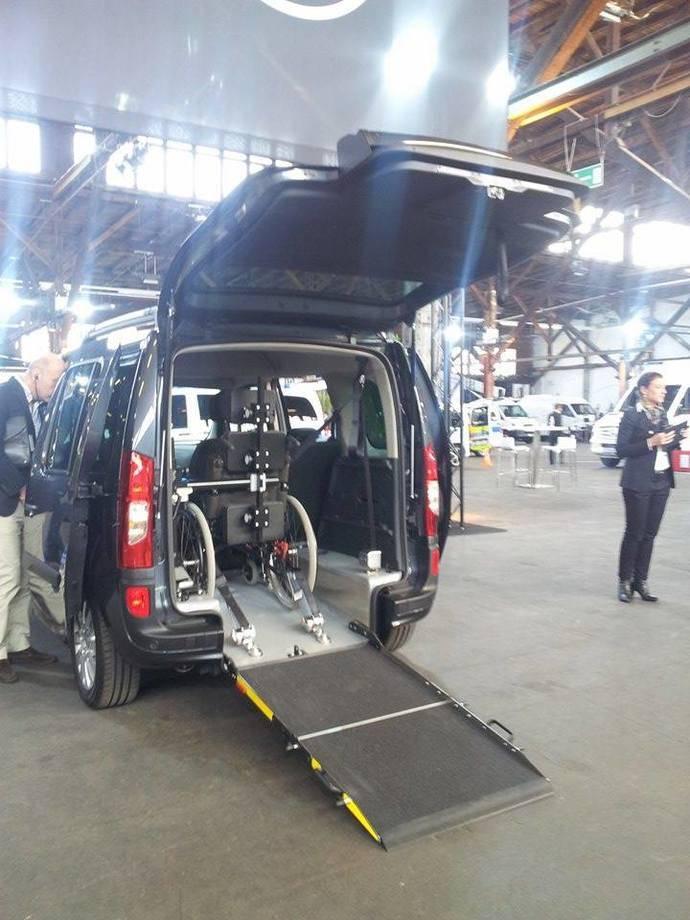 Vehículo adaptado a personas con movilidad reducida
