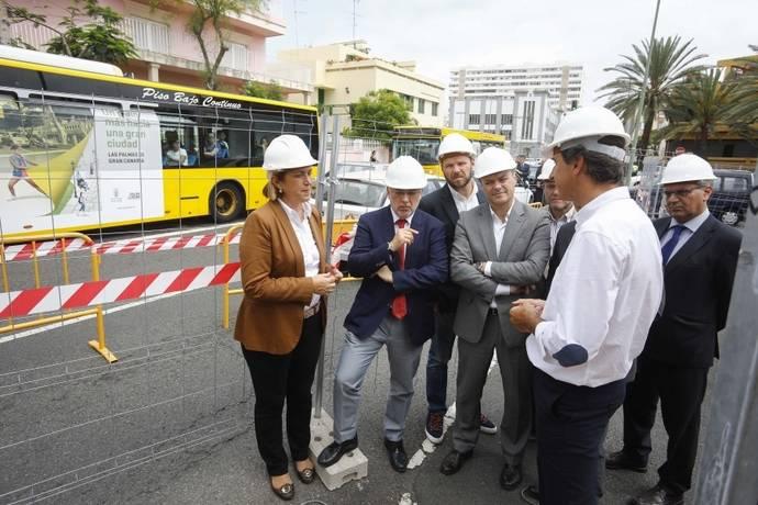Representantes del ayuntamiento y gobierno canario, en las obras de comienzo de la MetroGuagua.