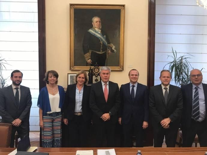 Ayuntamiento y gobierno firmarán tras el verano el convenio para la MetroGuagua
