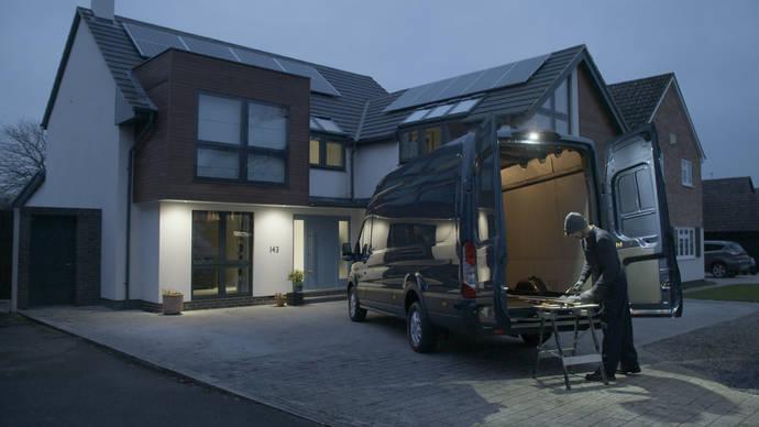 Ford Transit ayuda a trabajar mejor en invierno, potente iluminación LED