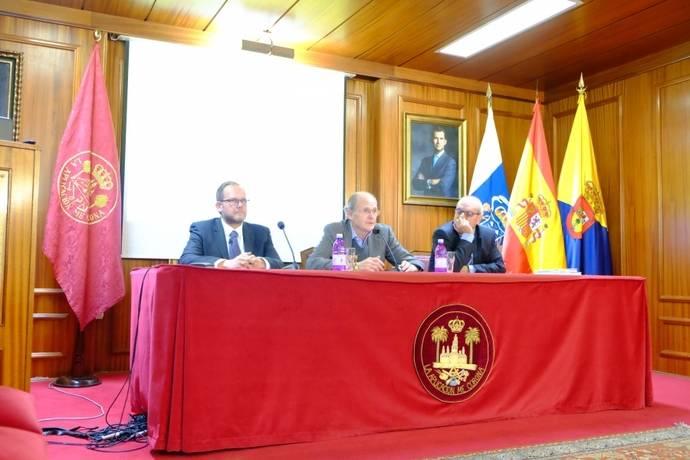 José Eduardo Ramírez acerca la MetroGuagua a los socios de la Real Sociedad Económica de Amigos del País