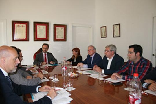 Felipe López, en un momento de su reunión con la alcaldesa de Baeza.