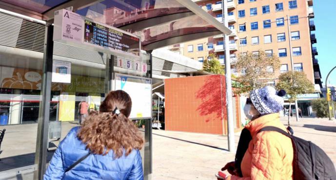 Huelva pone en servicio las nuevas marquesinas con información