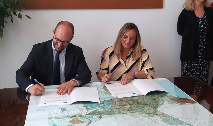 Andalucía y El Puerto firman un protocolo para impulsar la estación de autobuses
