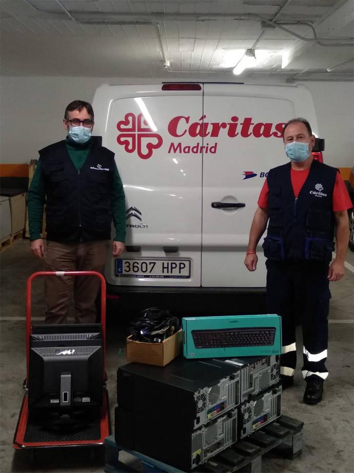 EMT Madrid dona ordenadores a alumnos de familias sin recursos
