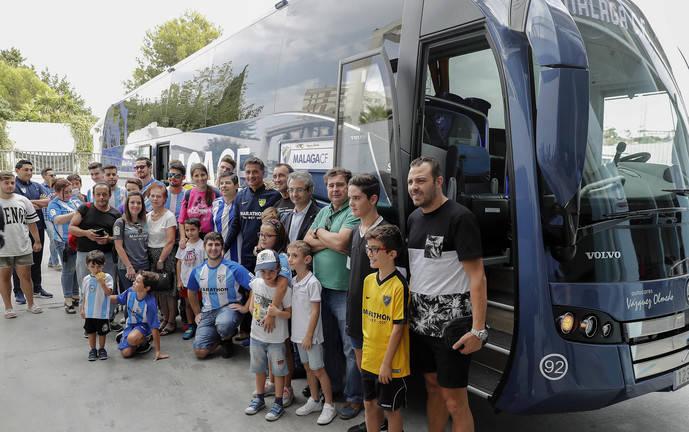 Se realiza una jornada de puertas abiertas del autocar oficial de Málaga CF