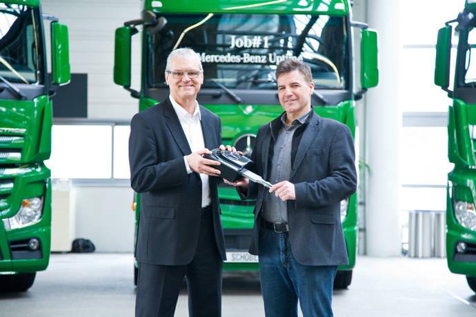Entrega de los primeros camiones con Mercedes Uptime a Schober Transport